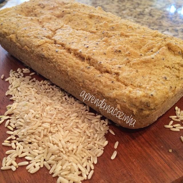 Tem alguém que vai inventando receita com o que tem em casa  eu sou assim, esse pão foi muito fácil todo mundo vai conseguir fazer! Amanhã vou postar a receita para vocês! É fácil, sem farinha, sem lactose  mara #comeeagacha! Tente adivinhar do que é?